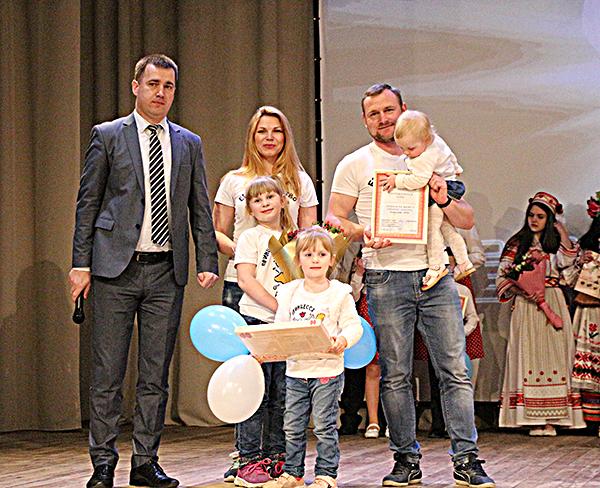 На областном этапе конкурса «Семья года» Вороновщину представит семья Козловских