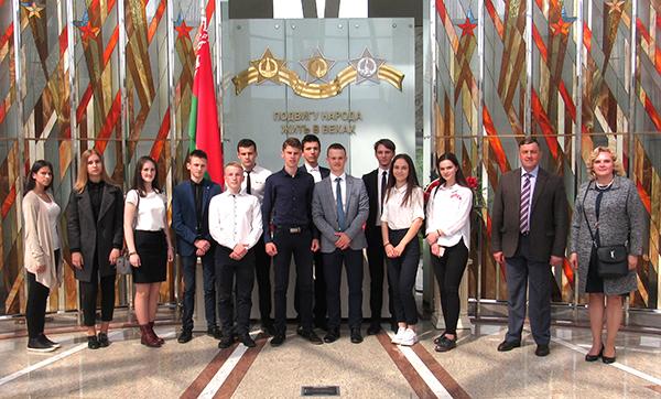 Депутаты молодежного парламента Вороновщины побывали в Доме правительства Республики Беларусь