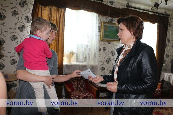 Сегодня с доброй миссией в гостях у пятилетнего Ильи Димитрука из Палюнцев побывали представители районной и местной власти