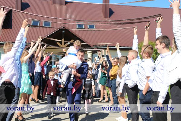 Последний звонок прозвучал для 89 школьников Пелясской средней школы с обучением на литовском языке