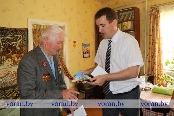 В Вороновском районе ветеранам и узникам войны вручили юбилейные медали в честь 75-летия освобождения Беларуси от немецко-фашистских захватчиков