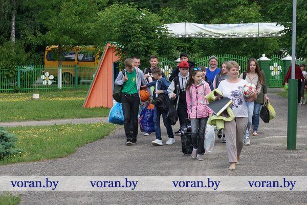 В первый день лета детский оздоровительный лагерь «Ромашка» принял 90 ребят