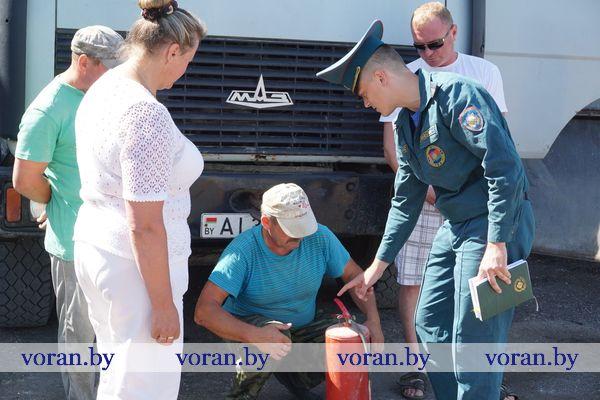 Работники Вороновского РОЧС в период уборочной кампании проводят рейды по сельхозпредприятиям