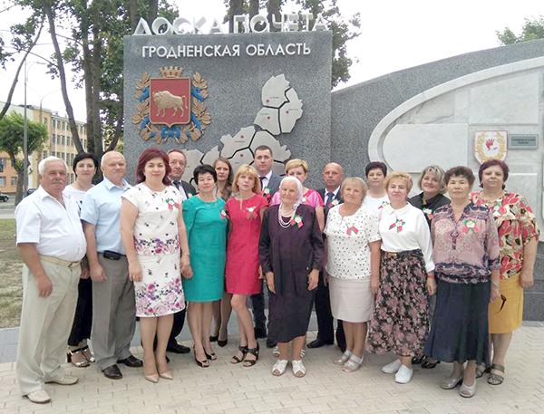 Делегация Вороновского района принимает участие в торжественных мероприятиях, посвященных 75-й годовщине освобождения Беларуси от немецко-фашистских захватчиков и открытию областной Доски почета (фото)