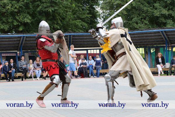 Средневековый колорит празднику на Вороновщине придал рыцарский турнир (Фото, Видео)