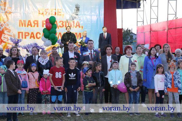 Кульминацией мероприятий  Дня Независимости в Вороново стали республиканская акция «Споем гимн вместе» и праздничный салют