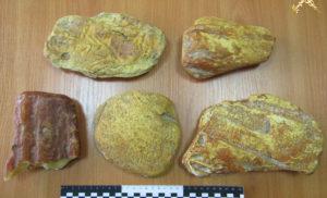 Россиянин пытался перевезти через границу янтарь: вес камней почти два килограмма