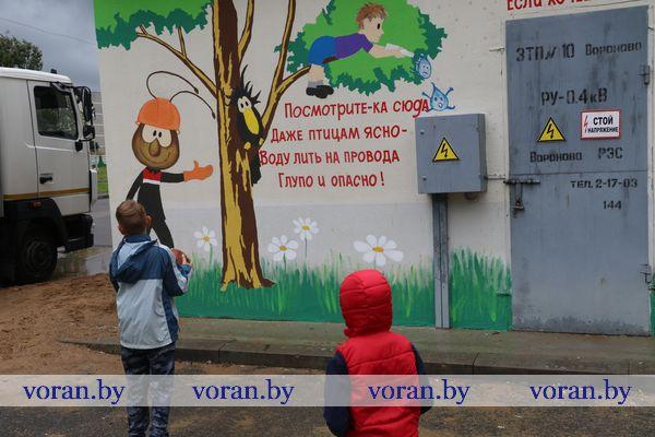 Трансформаторная подстанция в центре Вороново благодаря энергетикам превратилась в поучительный арт-объект