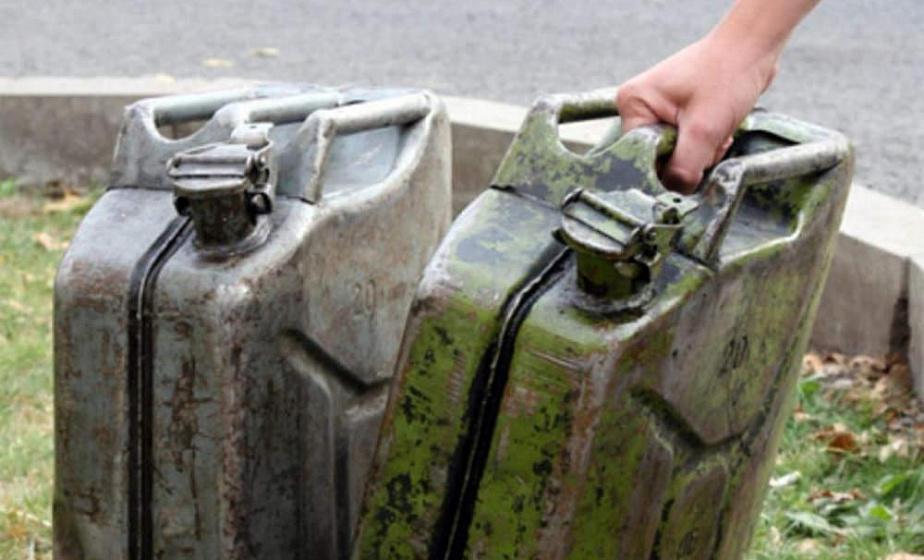 В Мостовском районе механизатор слил более 800 литров солярки