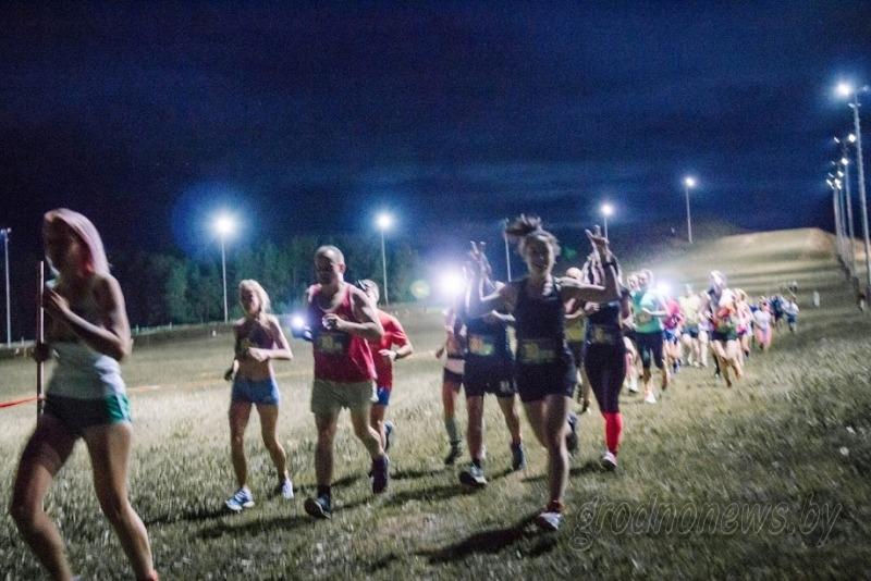 Общая разминка почти на 250 человек и бег с фонариками. В Коробчицах пройдет «Гродненская ночная десятка» (+программа)