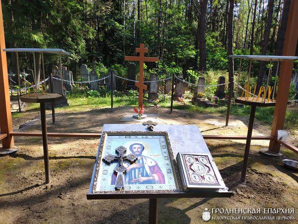 Поклонный крест на месте храма