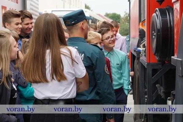 В рамках Единого дня безопасности экстренные службы Вороновщины устроили демонстрацию аварийно-спасательной техники