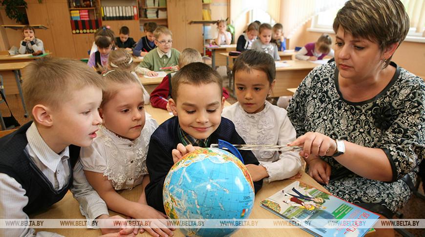 Оклады отдельных категорий сельских педагогов повышаются на 20%