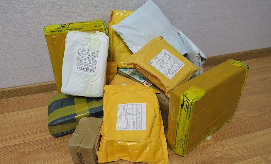 Таможенную пошлину за превышение лимитов на посылки из-за границы вдвое снизят