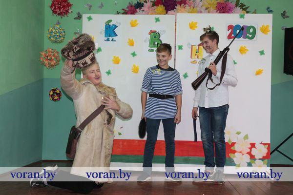 Высший балл за юмор и находчивость. Школьники Вороновщины играют в КВН