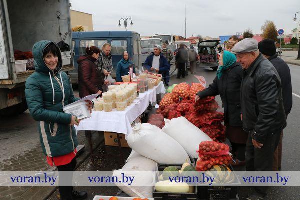 Сегодня в Вороново и Радуни прошли сельскохозяйственные ярмарки (Фото)