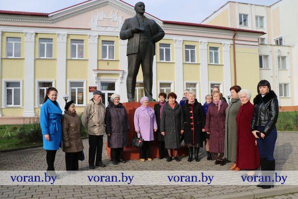 В Вороново возложили цветы к памятнику Ленину