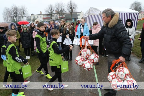 «Bonfesto — детям». В Вороново торжественно открылась новая мини-футбольная площадка с искусственным покрытием.