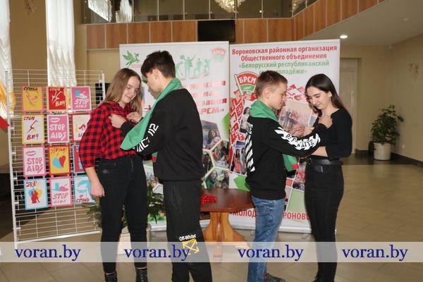 Не потеряй цвет жизни! На необычное занятие старшеклассников Вороновской школы и учащихся колледжа пригласили работники культуры.
