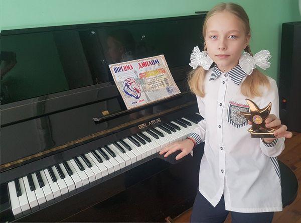 Воспитанница Радунской ДШИ завоевала второе место на международном  фестивале-конкурсе искусств «Зірковы візерункі» в Украине