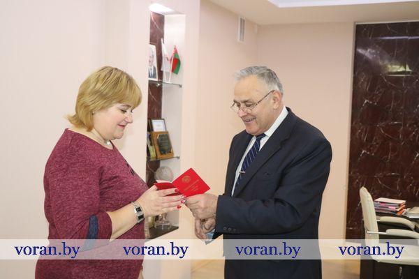 В Вороновском районе накануне Нового года вручили ордена Матери