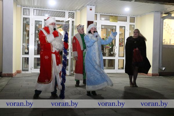 Веселые конкурсы, заводная музыка, хорошее настроение. Вороново встречает Новый год! (Фото)