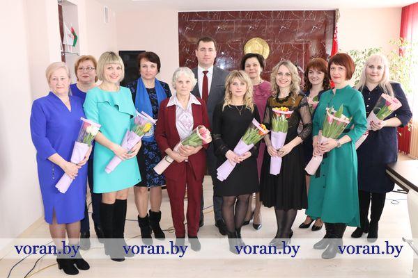 В вашу честь, милые женщины! В преддверии 8 Марта в райисполкоме чествовали лучших тружениц, активных общественниц, любимых жен и матерей (Дополнено)