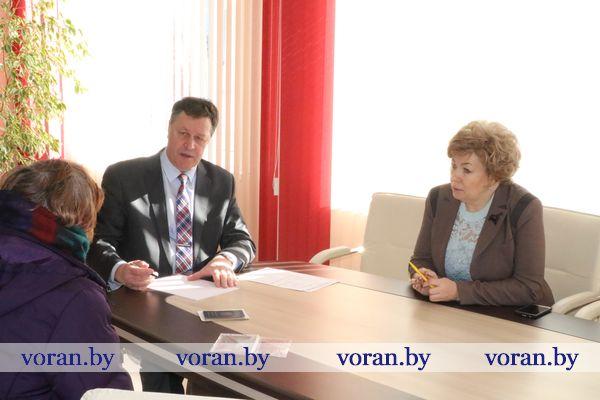К проблемам людей — без равнодушия. Управляющий делами Гродненского облисполкома Игорь Попов провел прием граждан в г.п. Вороново.