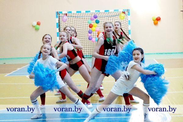 Дню женщин был посвящен конкурс по черлидингу в Вороново