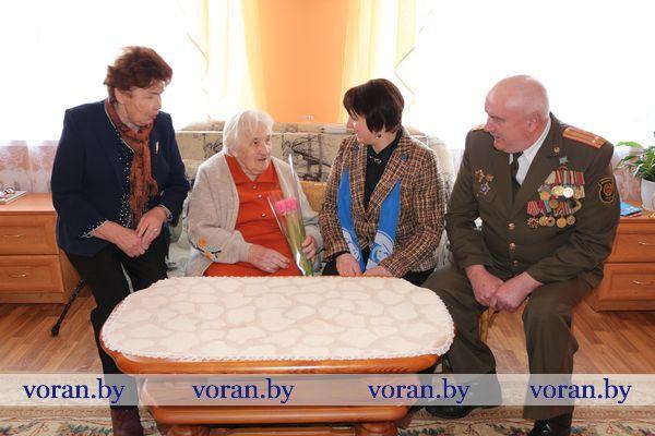 В преддверии 8 Марта на Вороновщине поздравления принимали женщины-ветераны Великой Отечественной войны, вдовы ветеранов и воинов-интернационалистов, матери погибших военнослужащих (дополнено)