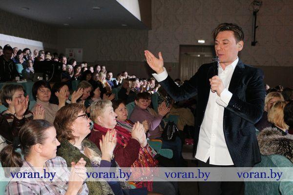 Вчера в Вороновском центре культуры и народного творчества состоялся сольный концерт Руслана Алехно (Фото)