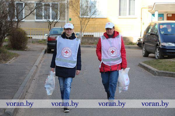 Помогут по первому звонку. Волонтеры Красного Креста доставят продукты пожилым (+ВИДЕО)