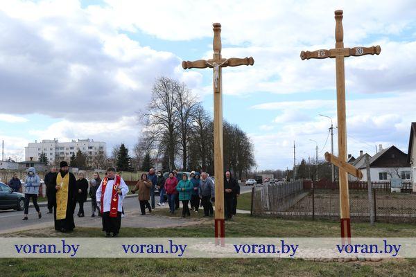 В лучах солнца — кресты-заступники. В Вороново в преддверии Воскресения Христова установили поклонные кресты (Будет дополнено)