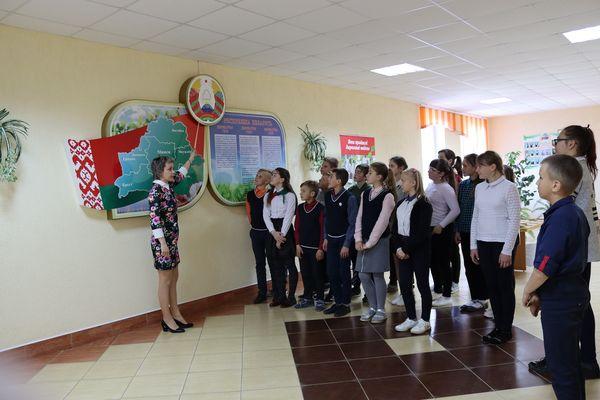 Классные часы, посвященные Дню Государственного герба и Государственного флага Республики Беларусь прошли в школах Вороновского района