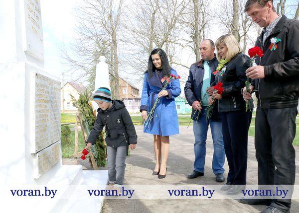 Низкий поклон от потомков героев. Вороновщина присоединилась к республиканской патриотической акции «Беларусь помнит. Помним всех»