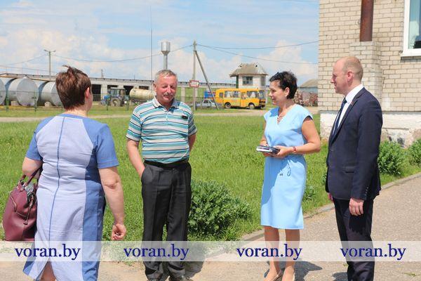 С рабочим визитом находится сегодня в Вороновском районе депутат Палаты представителей Национального собрания Республики Беларусь Павел Михалюк