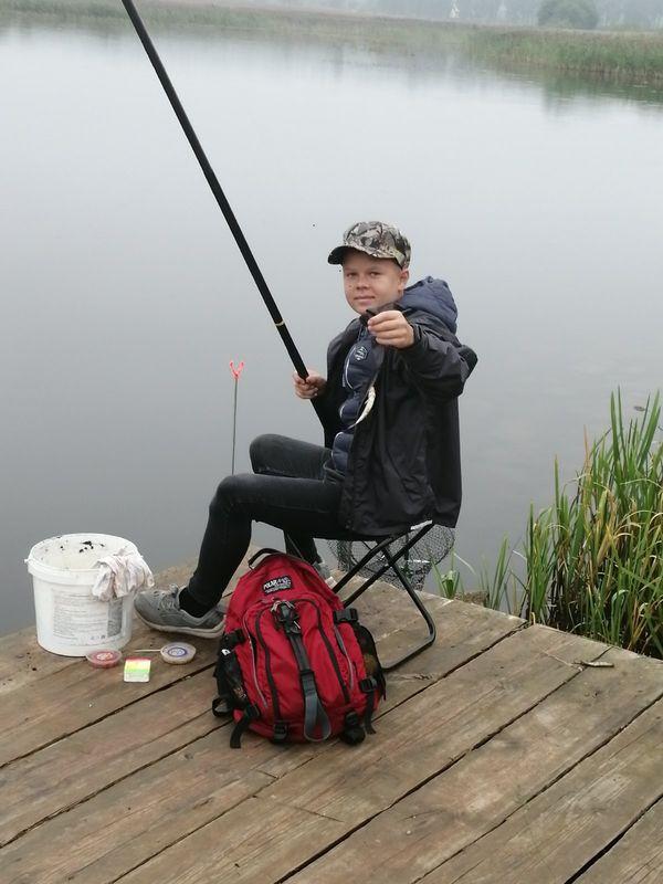 Комбинация двоек  и удачливый Артем. Как прошли межрайонные летние соревнования по рыбной ловле поплавочной удочкой?