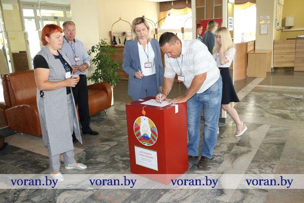 На Вороновщине открылись избирательные участки. Досрочное голосование началось (Дополнено)