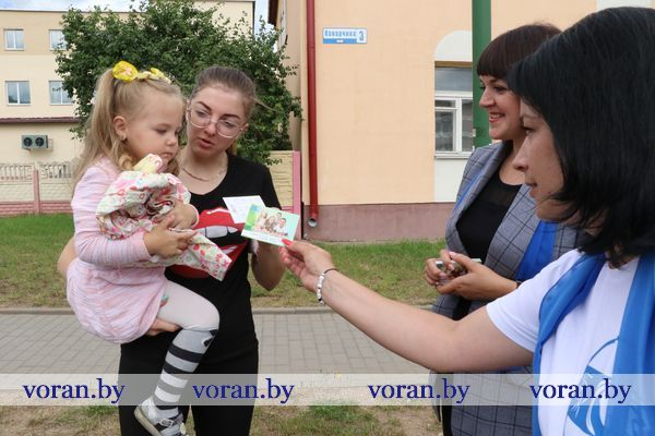 """Вороновская районная организация Белорусского союза женщин проводит акцию """"Всей семьей на выборы!"""""""