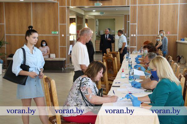 На Вороновщине идет голосование по выборам Президента Беларуси (Видео)
