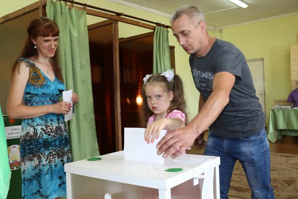 В агрогородке Бенякони голосовать приходят семьями