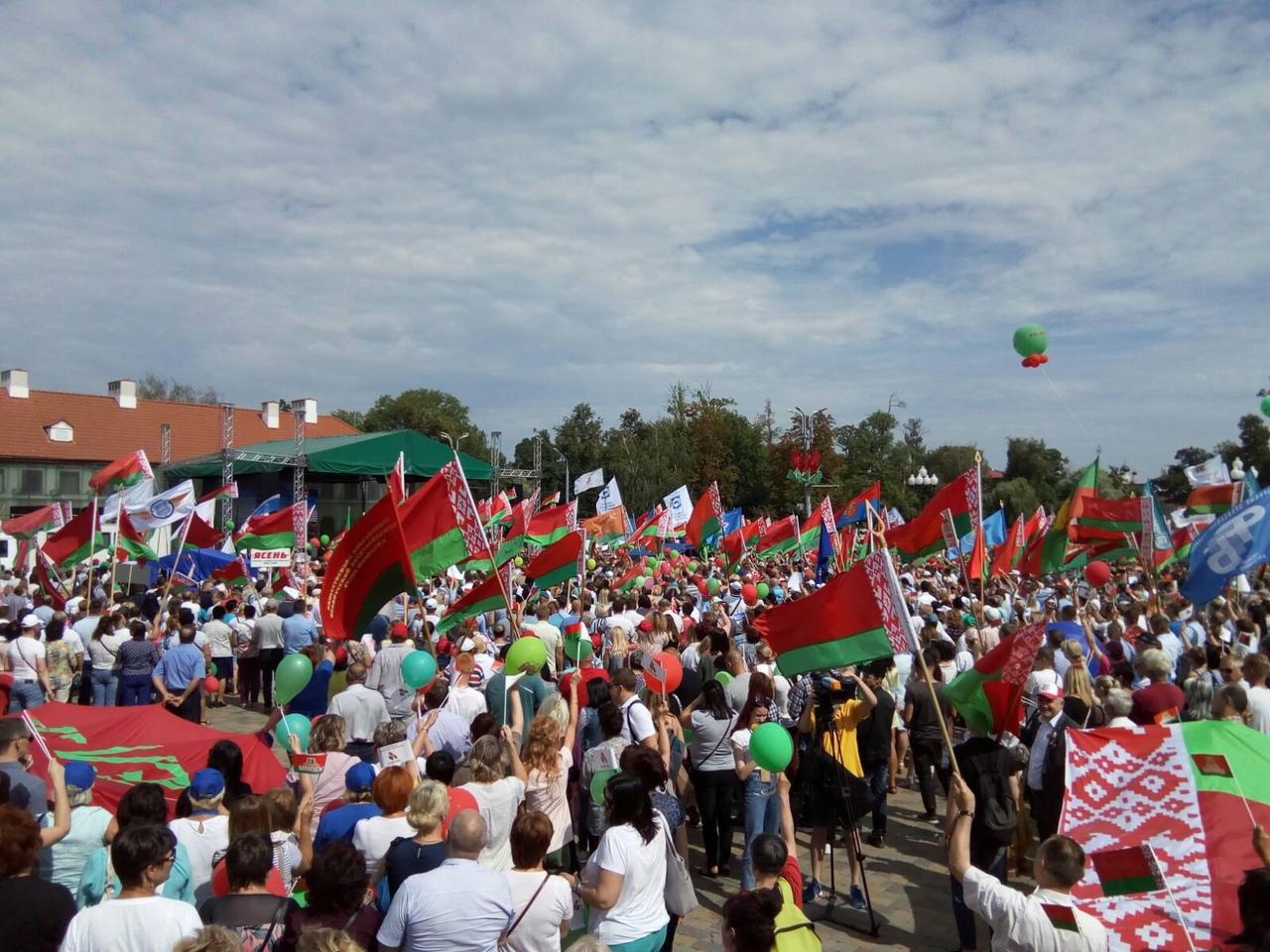 В Гродно проходит митинг «Не дадим развалить страну!» в поддержку мира, безопасности и спокойствия (Будет дополнено)
