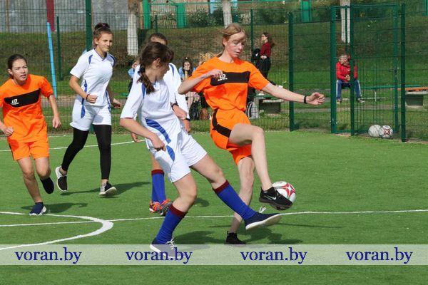 Неделя спорта и здоровья на Вороновщине началась с мини-футбола