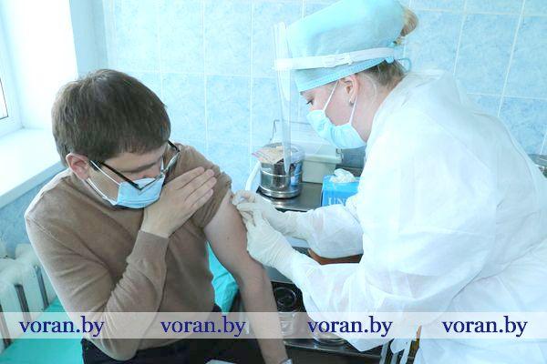 Щит от вируса. На Вороновщине началась вакцинация против гриппа