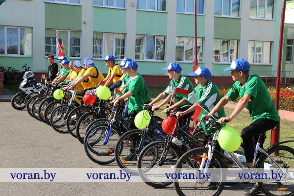 Молодежь — за Беларусь! Учащиеся и педагоги Вороновского колледжа организовали велопробег