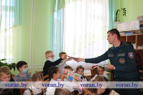 Третьеклассники Вороновской школы побывали на необычном уроке в Вороновской детской библиотеке
