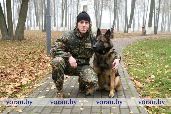 Милиционер-кинолог Вадим Вильбик службу несет с четвероногим «напарником»