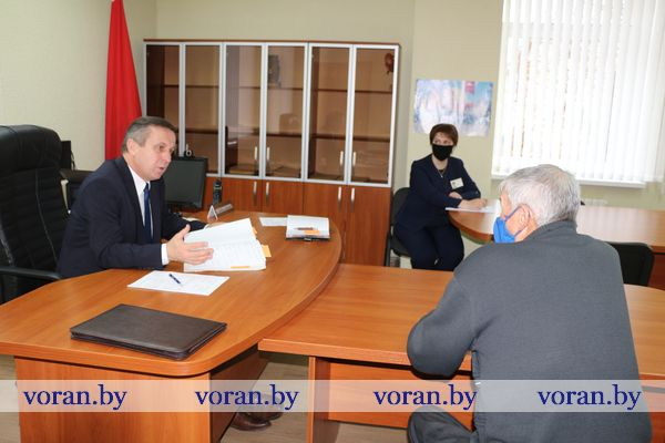 В суде Вороновского района прием граждан провел председатель Гродненского областного суда Александр Корзун