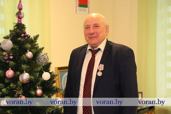 В канун рождественских и новогодних праздников директор сельхозпредприятия «Гирки» Тадеуш Мушинский награжден медалью «За трудовые заслуги»