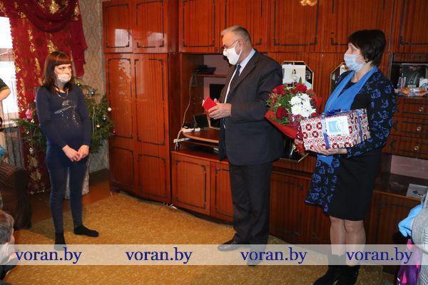 Жительнице Вороновского района Светлане  Барташевич вручили орден Матери